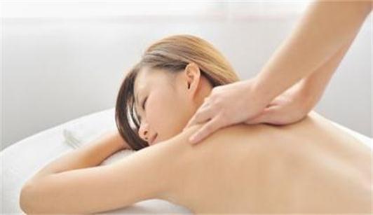 沈阳焦东海减肥医院为你展示按摩肩膀的图片