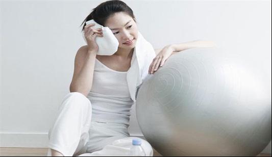 沈阳焦东海肥胖病医院的瑜伽球减肥图片